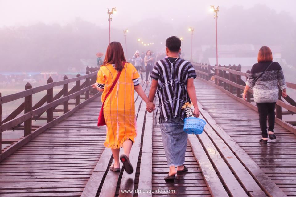 สะพานมอญ สะพานอุตตมานุสรณ์ เป็นสะพานไม้ข้ามแม่น้ำซองกาเลียไปยังหมู่บ้านมอญ ถือเป็นสะพานไม้ที่ยาวที่สุดในประเทศไทย