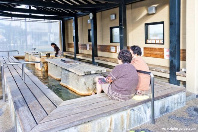 เที่ยวคิวชู บ่อน้ำพุร้อนแช่เท้า Yutorogi footbath ที่นางาซากิ