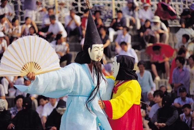 ระบำหน้ากาก เทศกาลประจำฤดูใบไม้ร่วงของเกาหลีเขาล่ะ