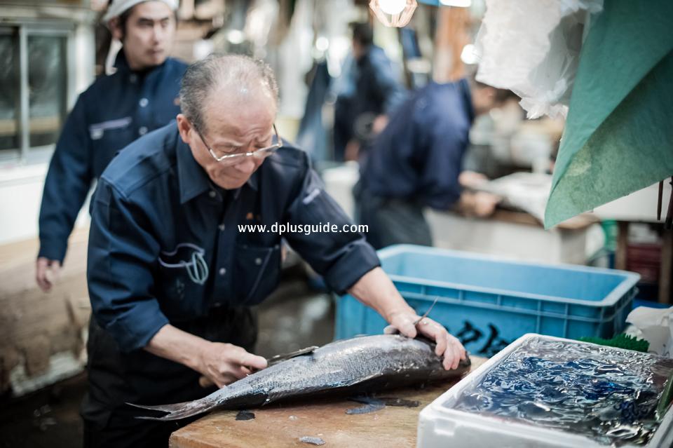 เที่ยวญี่ปุ่น ชมตลาดปลาทสึกิจิ (Tsukiji Fish Market) ที่โตเกียว