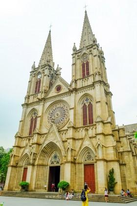 โบสถ์คริสต์ Sacred Heart Cathedral เป็นโบสถ์เก่าแก่ในย่าน Yi de Lu (อี้เต๋อลู่)