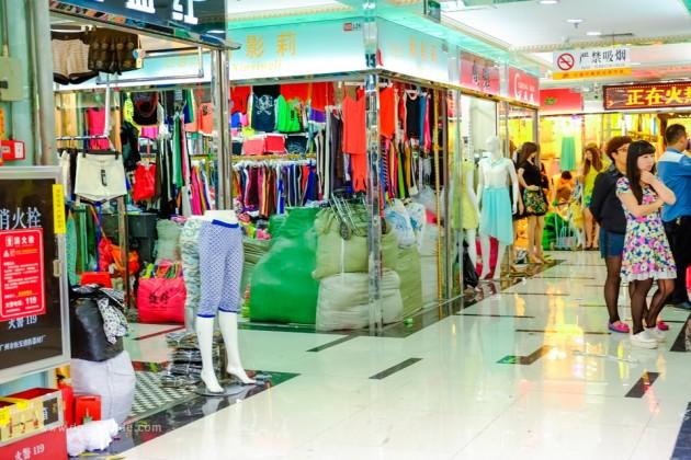 เที่ยวจีน ช้อปสินค้าส่ง ที่กวางโจว ตึก Hongbiantian Costume Exchange Center หรือตึกหงเปี้ยนเทียน ย่าน Shisanhang (สือซันหัง)