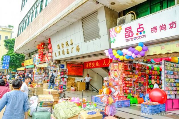 ย่านขายของเล่น อยู่ที่ ตึก Yide International Plaza และตึก Zhonggang Toy City