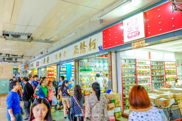 ร้านค้าอื่นๆ ในย่าน Yi de Lu (อี้เต๋อลู่) สินค้าค่อนข้างหลากหลาย