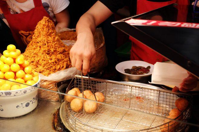เที่ยวไต้หวัน กินอะไรดี? เผือกทอดไส้ไข่เค็มหมูหยอง - ไทเป