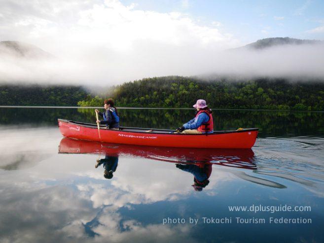 เที่ยวญี่ปุ่น ฮอกไกโด กิจกรรมพายเรือคายักในทะเลสาบชิคาริเบ็ตสึ (Shikaribetsu Lake)