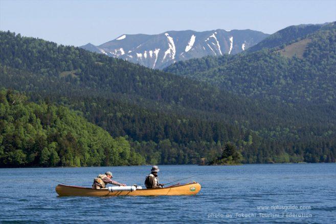 เที่ยวฮอกไกโด ชมธรรมชาติ ทะเลสาบชิคาริเบ็ตสึ ในช่วงฤดูร้อน (Lake Shikaribetsu in Summer)