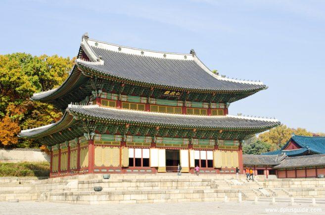 พระราชวังชางด๊อก หรือ ชางด๊อกกุง (กุง 궁 แปลว่าพระราชวัง)