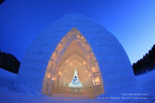"""เที่ยวฮอกไกโด โบสถ์น้ำแข็ง สถานที่สำหรับแต่งงานสุดโรแมนติก ณ """"ทะเลสาบชิคาริเบ็ตสึ (Shikaribetsu Lake Village)"""""""