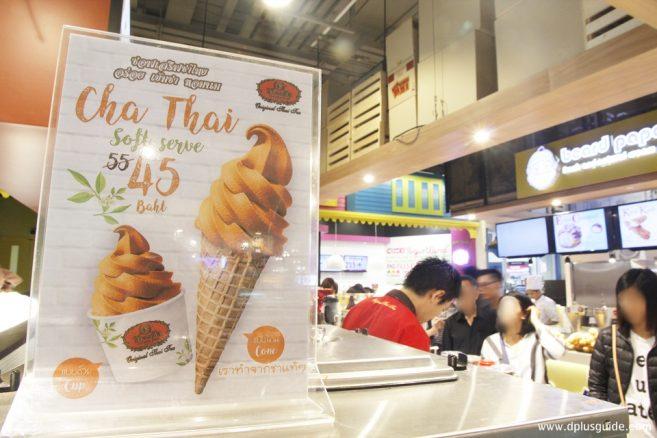 เมนูไอศกรีมชาไทยอันลือชื่อของชาตรามือ