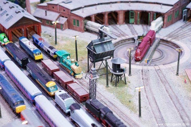 Round house เป็นโกดังที่เก็บรถไฟ โซนที่ 4 Transportation and Entertainment