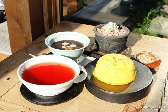 เมนู Sweet Pumpkin Steam Rice Cake (เค้กฟักทอง) และ Sweet Red-Bean Soup (ซุปถั่วแดง) ค่ะ