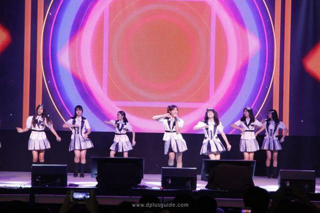 สาวๆ BNK48 ในพิธีเปิดงาน JAPAN EXPO IN THAILAND 2017