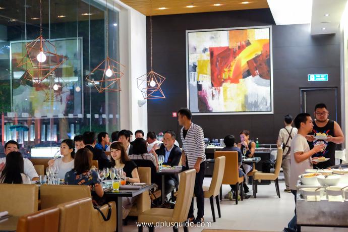 บรรยากาศภายในห้องอาหาร Bistro M บุฟเฟ่ต์ อาหารนานาชาติ Marriott Buffet