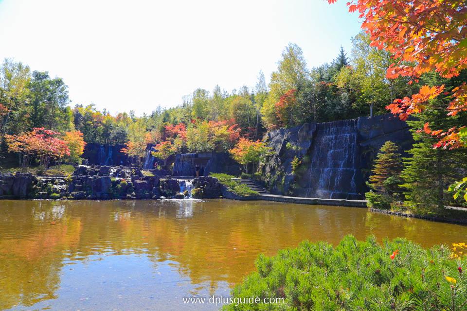 บรรยากาศช่วงใบไม้เปลี่ยนสีในสวน Takino Suzuran