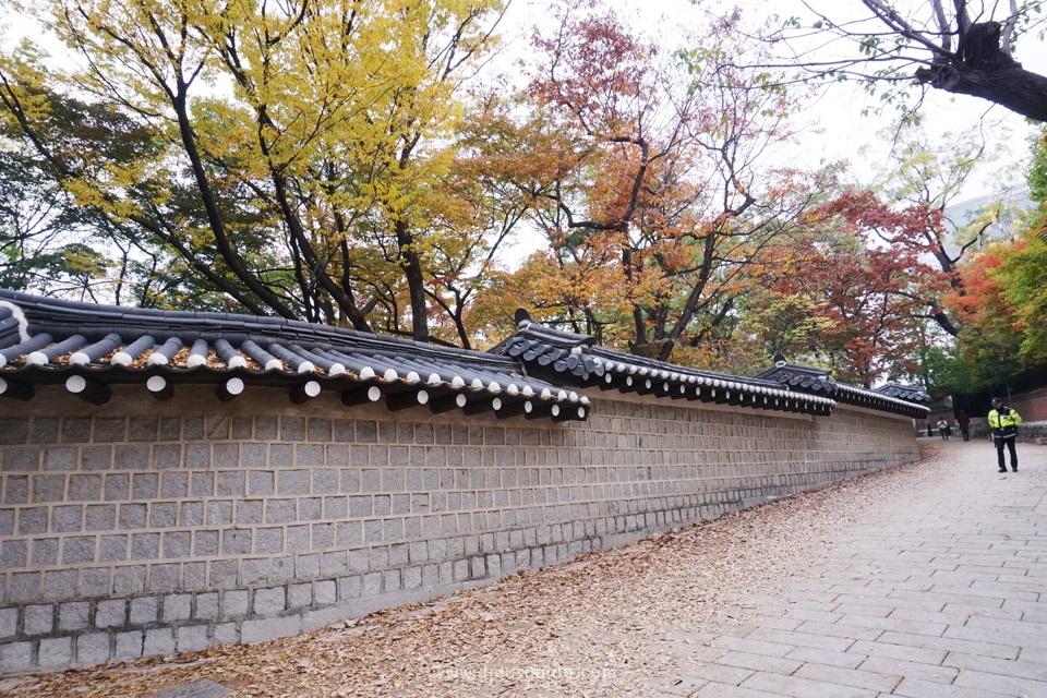 เที่ยวโซล เดินถนนสายโรแมนติกข้างพระราชวังถ็อกซูกุง
