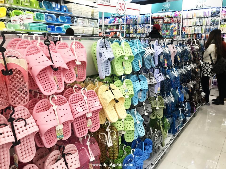 รองเท้าแตะ ชั้นที่ 6 ร้าน Daiso สาขาเมียงดง