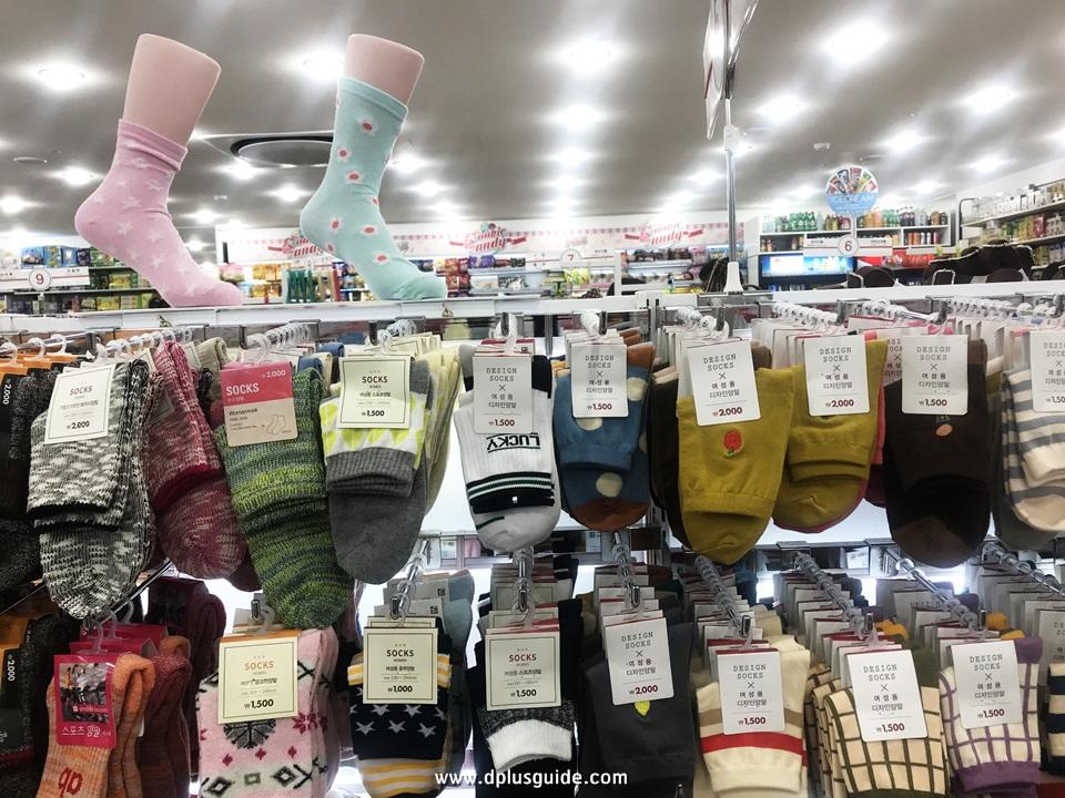 ถุงเท้าลายน่ารัก ชั้นที่ 2 ร้าน Daiso สาขาเมียงดง