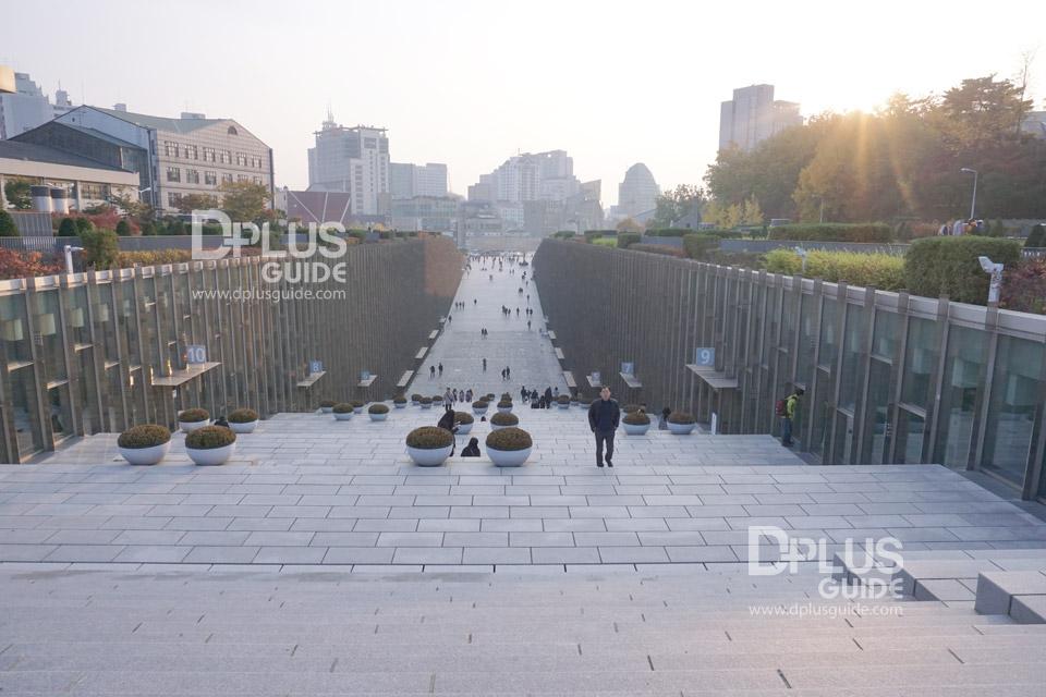 เที่ยวโซล มุมถ่ายรูปสุดเก๋ไก๋ที่มหาวิทยาลัยอีฮวา (Ewha Womans University) เกาหลีใต้