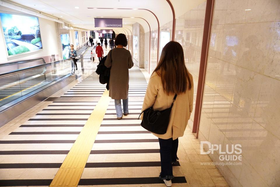 ห้างสรรพสินค้าชินเซเกะจะเชื่อมกับทางออก 7 รถไฟใต้ดินสถานี Hoehyeon ค่ะ