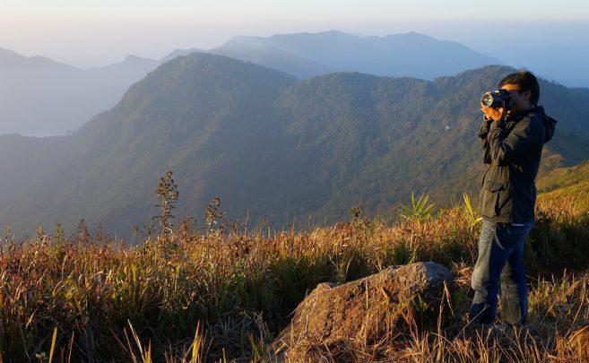 นักท่องเที่ยวพากันมาเก็บภาพความประทับใจของภูชี้ฟ้า