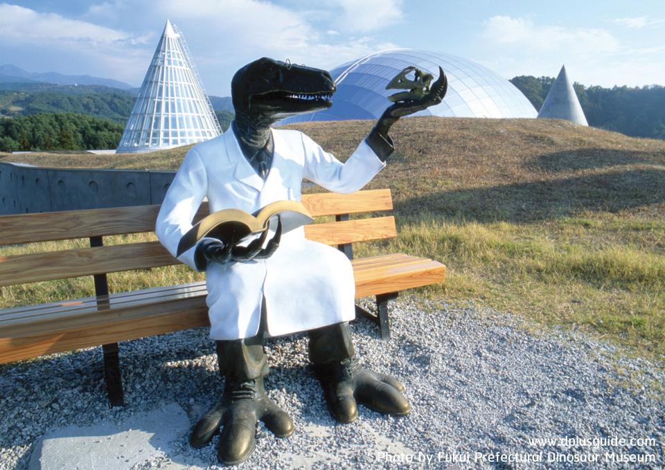 หุ่นไดโนเสาร์ที่แต่งตัวเป็นนักวิจัย