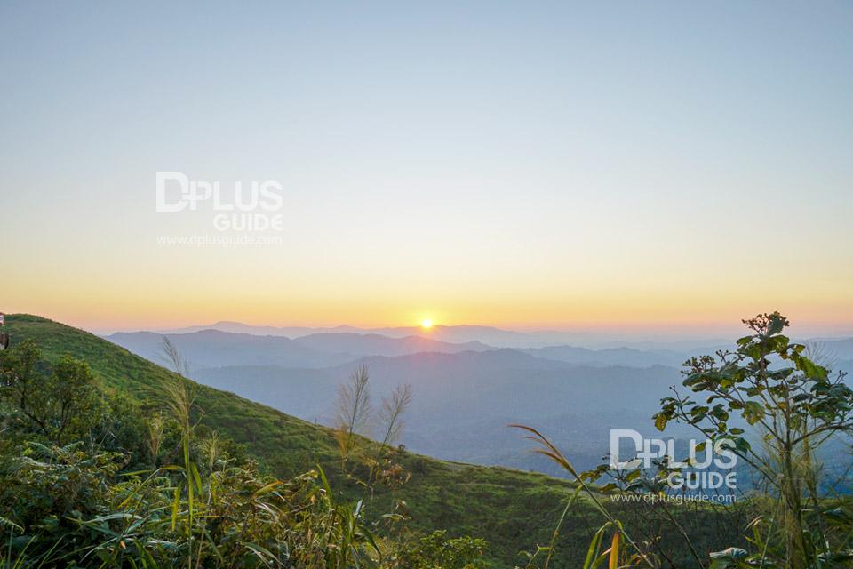 จุดชมพระอาทิตย์ตกดิน ในบริเวณเนินช้างศึก ที่ตำบลปิล๊อก