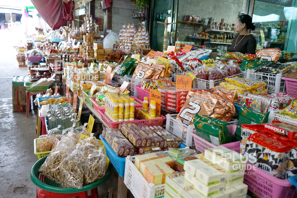 บรรยากาศตลาดในหมู่บ้านอีต่อง ตำบลปิล๊อก