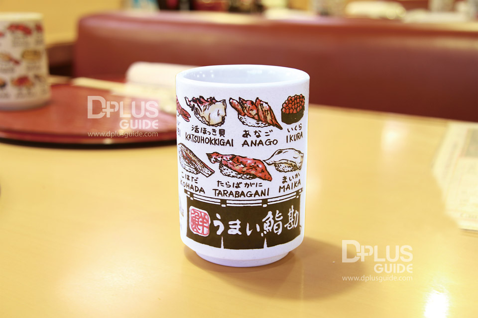 ของที่ระลึก ถ้วยน้ำชาลายซูชิราคา 500 เยน (ไม่รวมภาษี)