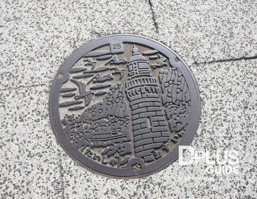 ฝาท่อเมืองอิซุโมะ ไทฉะ เป็นที่ตั้งของประภาคารสีขาวที่ยื่นออกไปในทะเลญี่ปุ่น