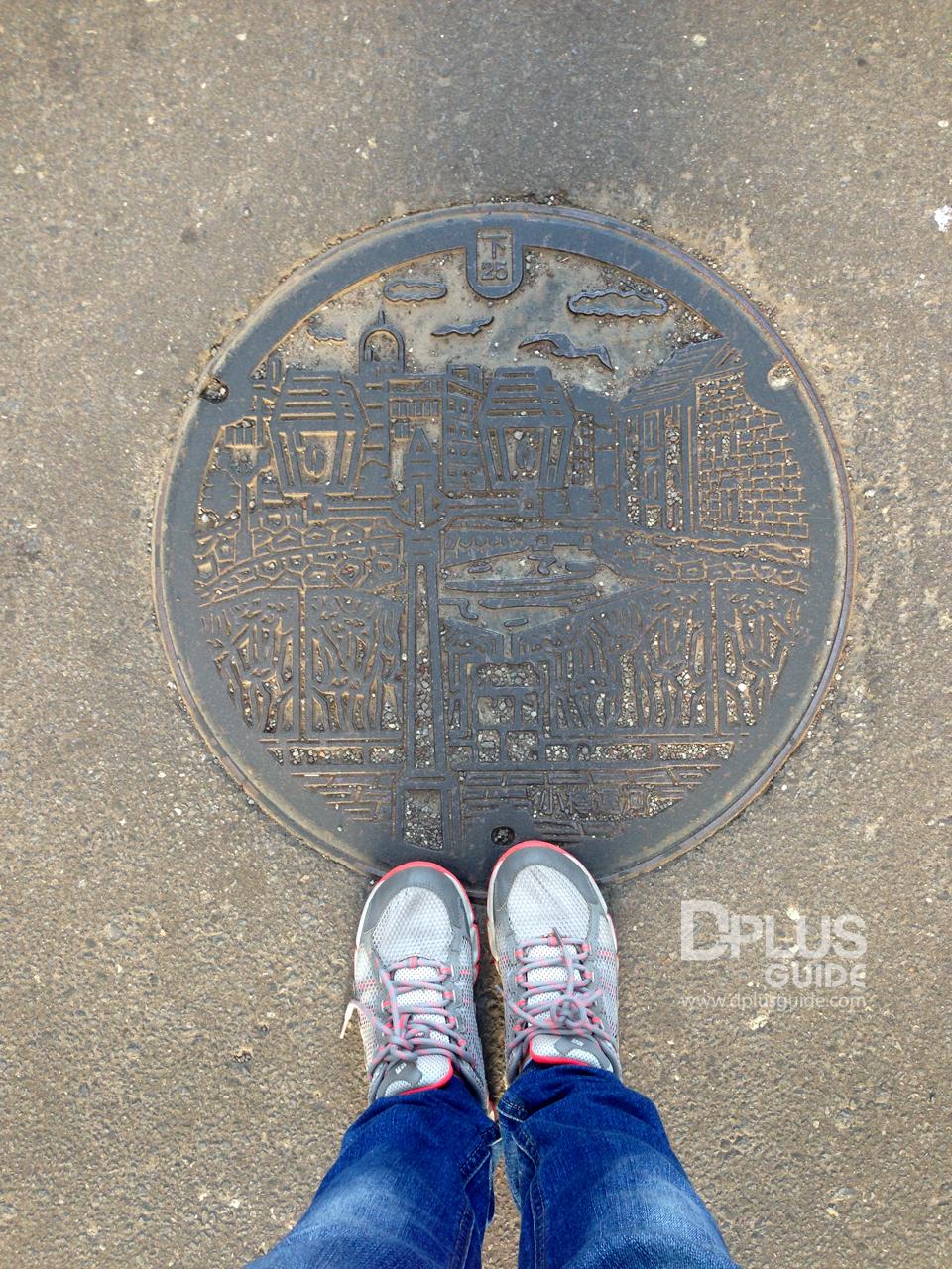 ฝาท่อเมืองโอตารุ ถือเป็นเมืองแห่งคลอง และโกดังอิฐ