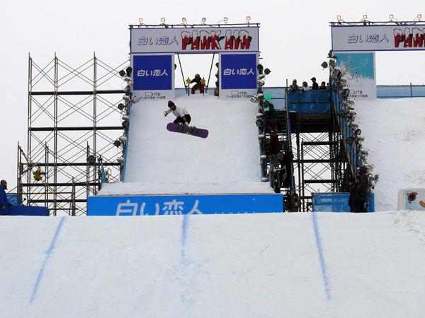 Shiroi Koibito PARK AIR Jumping Platform โชว์สโนว์บอร์ดแบบผาดโผน ในงานเทศกาลหิมะซัปโปโร