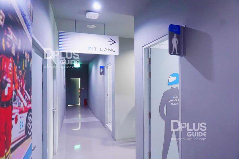 ก่อนลงสนามโกคาร์ท ที่นี่เขามีห้องน้ำ ห้องอาบน้ำให้บริการด้วย