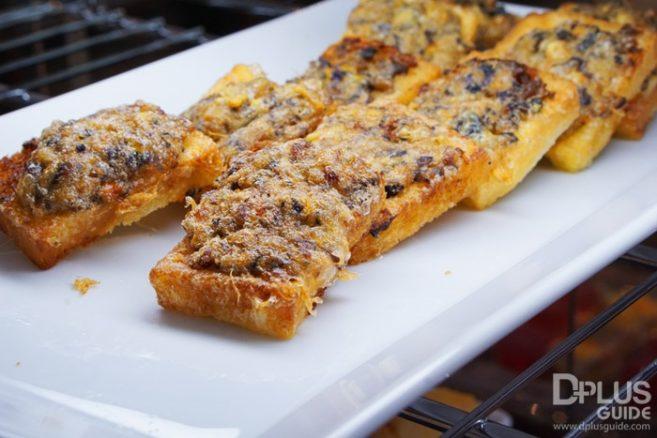 ขนมปังหน้าหมู MIRACLE LOUNGE มิราเคิล เลานจ์สาขาดอนเมือง
