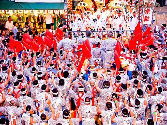 ขบวนอัญเชิญเทพเจ้าเพื่อนำไปประทับยังราชยาน ภาพ : ©osaka-info.jp
